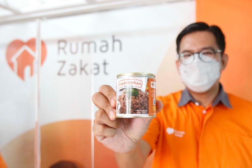 Hingga saat ini Covid-19 masih menjadi ancaman bagi Indonesia. Tingginya kasus Covid-19 di Indonesia mempengaruhi segala aspek kehidupan termasuk dalam pelaksanaan ibadah qurban. Oleh karena itulah sejak 2020, Rumah Zakat menerapkan Protokol Kesehatan (Prokes) yang ketat dalam proses pengelolaan Superqurban.