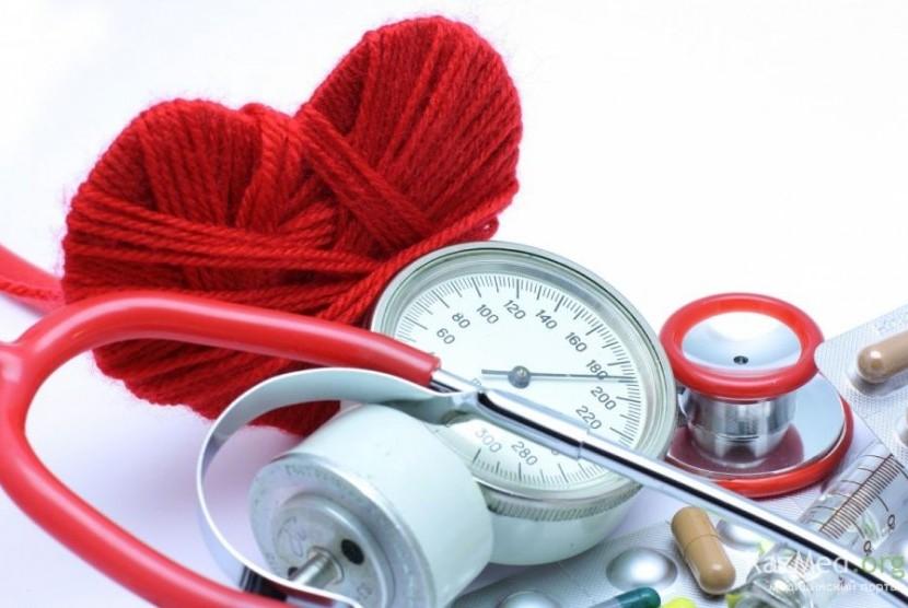Hipertensi atau tekanan darah tinggi.