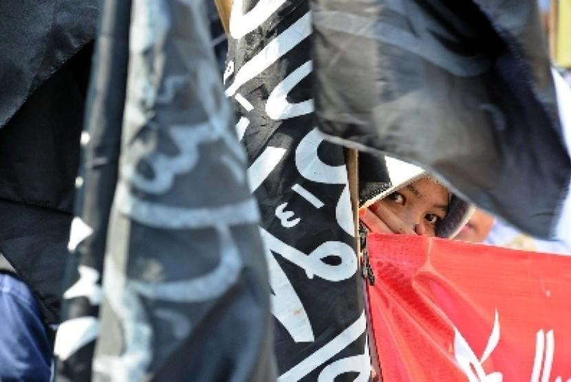Bendera bertuliskan kalimat tauhid (ilustrasi)