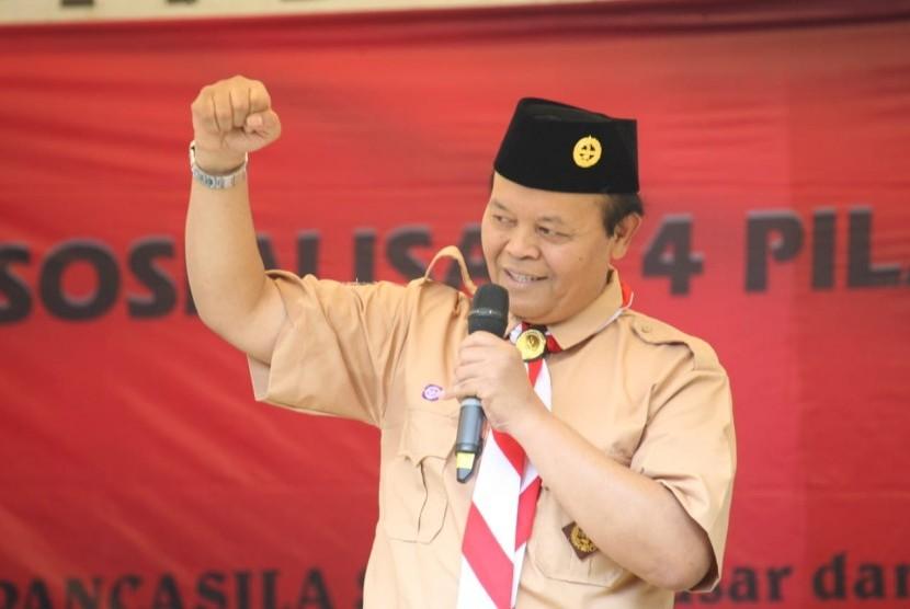 HNW saat melakukan Sosialisasi Empat Pilar MPR kepada 1700 Pramuka yang sedang mengikuti Perkemahan Pesantren Nasional (Perpenas) II yang berlangsung di Bumi Perkemahan Cibubur, Jakarta Timur.