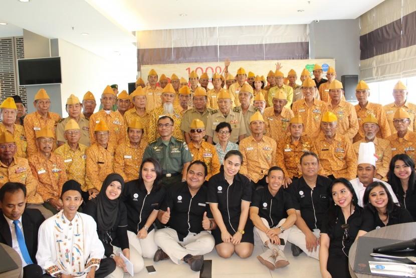 Hotel Dafam Teraskita mengundang 71 veteran makan siang bersama.