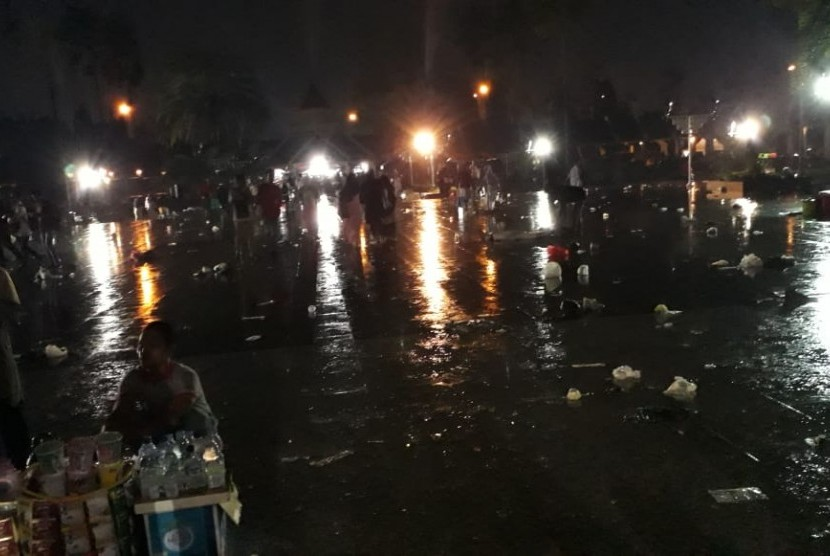 Hujan mengguyur kawasan Masjid At Tin, Selasa (1/1)