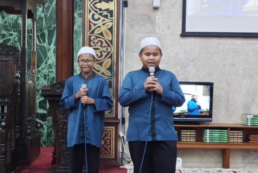 I'tikaf Masjid Agung Sunda Kelapa (MASK) Menteng, Jakarta, menampilkan dua da'i cilik.