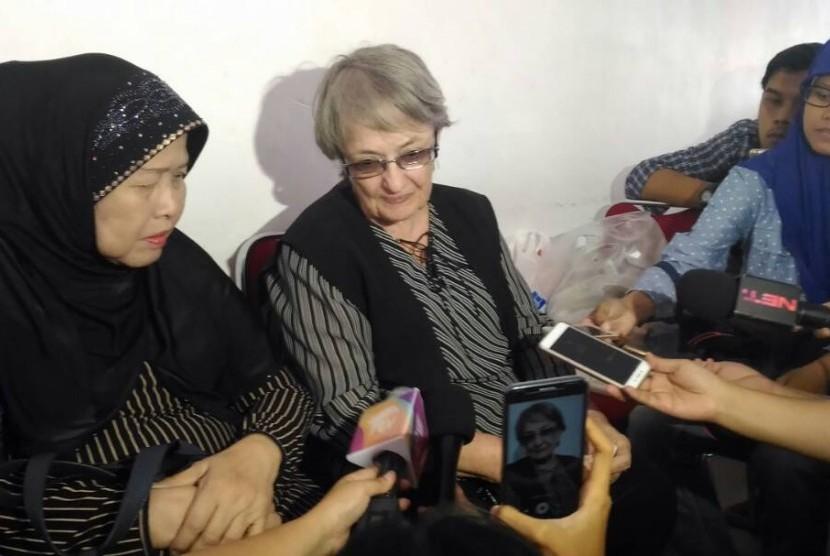 Ibunda Yana Zein, Swetlana Zein, memberikan keterangan kepada media terkait berpulangnya putrinya akibat kanker.