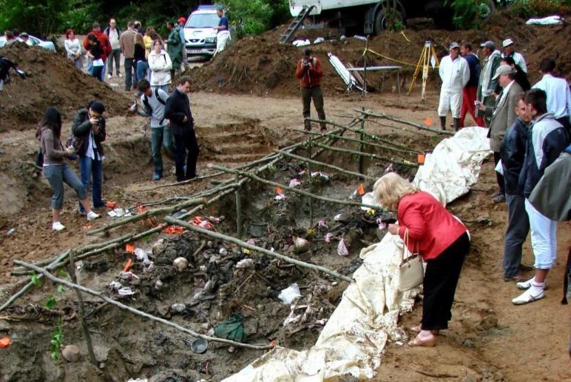 Monumen kuburan masal Muslim Bosnia di Srebrenica.