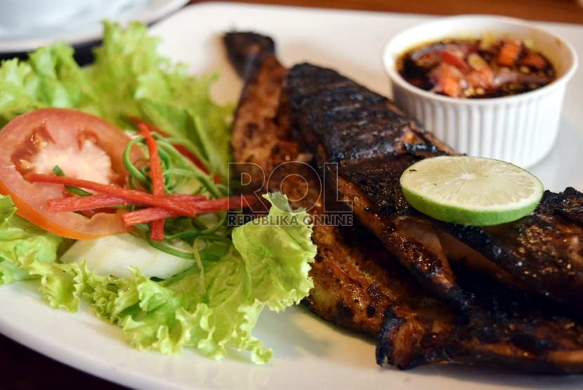 Ikan bakar aji-aji, salah satu menu Kedai Nyonya Bintuni.