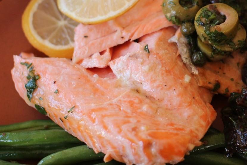 Ikan salmon kaya akan kandungan kalsium.