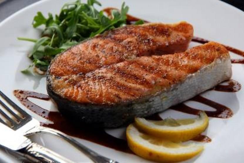 Ikan Salmon kaya dengan asal lemak omega 3.