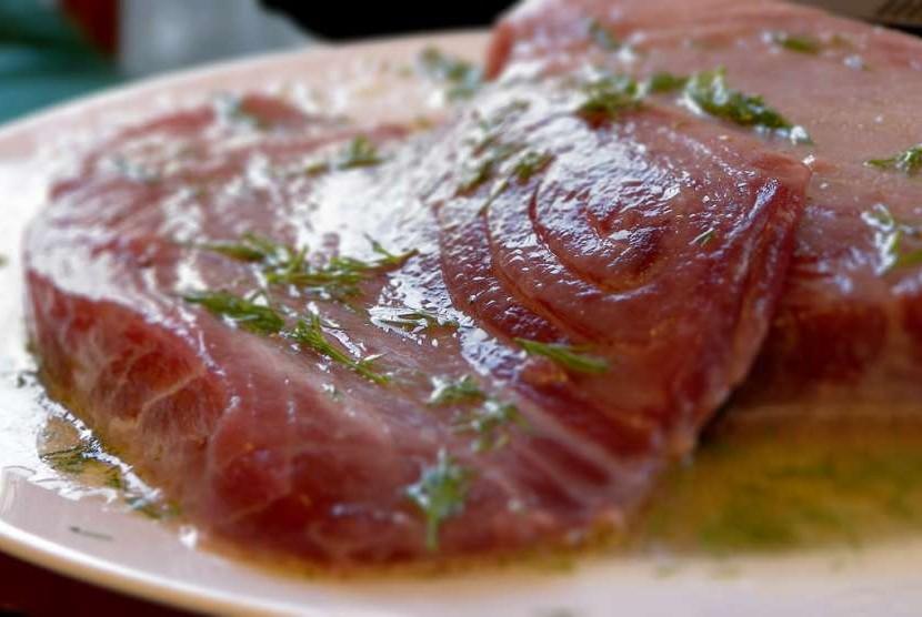 Ikan tuna,  salah satu bahan pangan sumber omega 3.