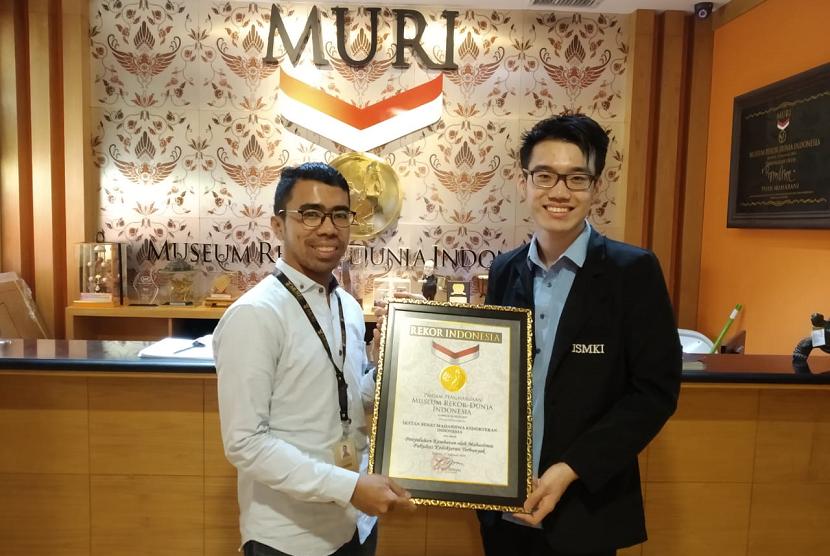 Ikatan Senat Mahasiswa Kedokteran Indonesia (ISMKI) memecahkan rekor MURI.
