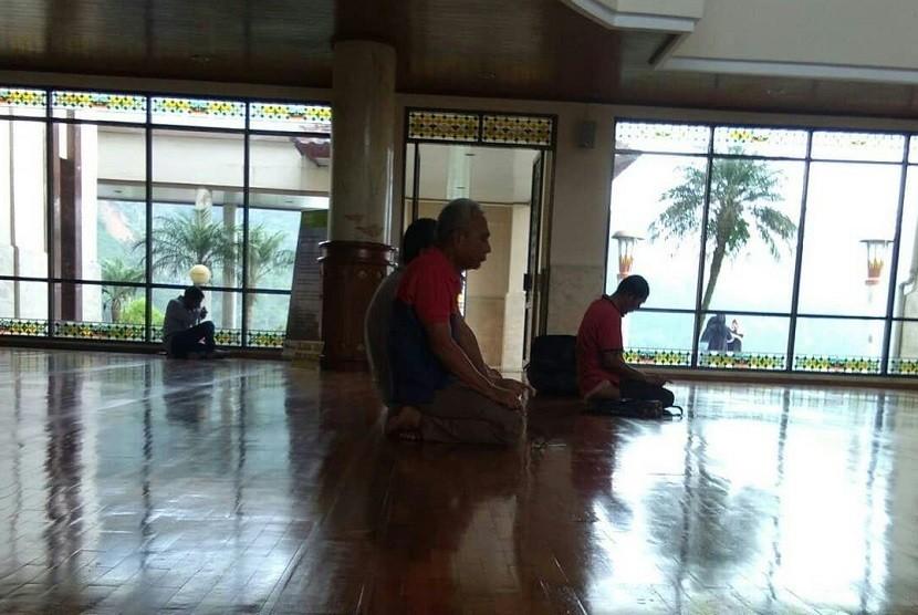 Iktikaf di Masjid at-Ta'awun, Bogor.