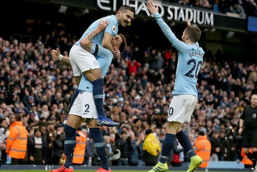 Ilkay Guendogan merayakan gol ke gawang Chelsea.
