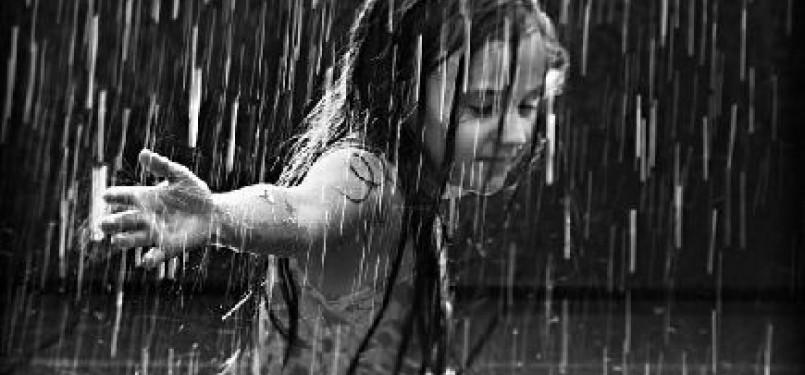 89 Gambar Orang Hujan Hujanan Paling Hist