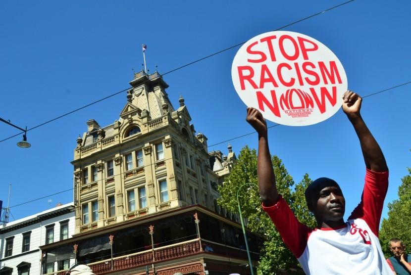 Ilustrasi aksi stop rasialisme.