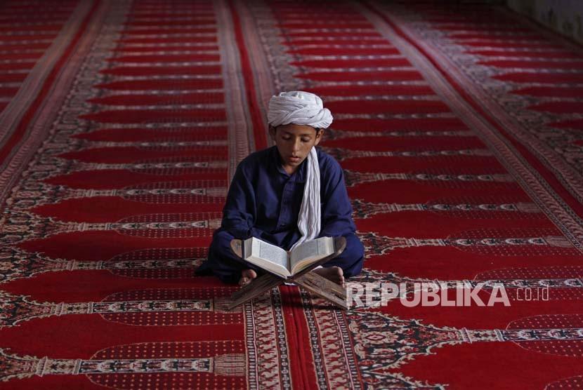 Ilustrasi Anak membaca Alquran