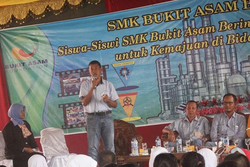 Ilustrasi kegiatan di SMK Bukit Asam.