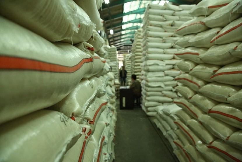 Ilustrasi pasokan beras di gudang Bulog