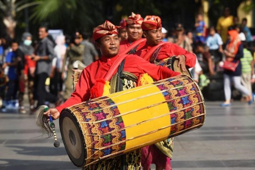 Menengok Puncak Maulid Nabi Suku Sasak yang Berbalut Budaya ...