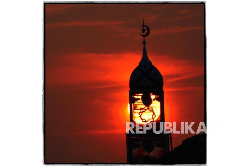 Warga Penang Bervaksin Boleh Sholat di Masjid Manapun .foto: ilustrasi menara masjid