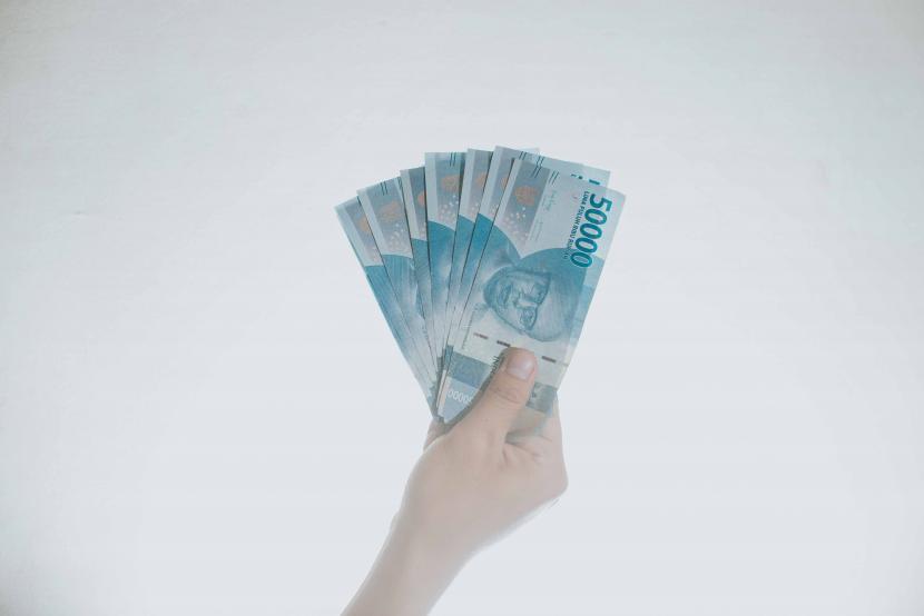 Pemalsuan uang rupiah Indonesia termasuk sangat kecil dibandingkan negara lain.