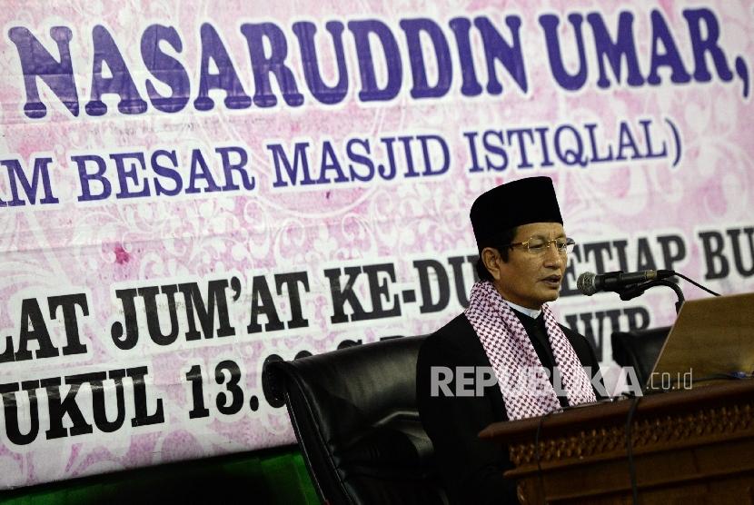 Imam Besar Masjid Istiqlal Nasaruddin Umar memberikan kajian usai Shalat Jumat di Masjid Istiqlal, Jakarta, Jumat (8/9).