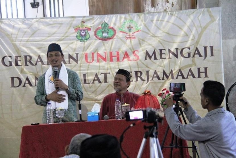 Imam Syamsi Ali berceramah di Unhas.