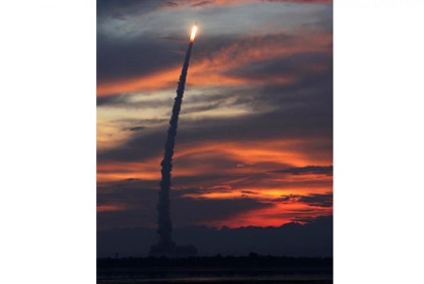 India luncurkan 7 satelit sekaligus.