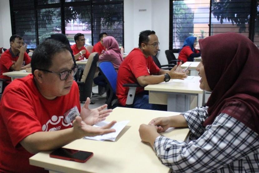 Individual coaching. Loop Institute of Coaching bekerjasama dengan Program S2 Psikologi dan Career Center Universitas Islam Negeri (UIN) Syarif Hidayatullah Jakarta mengadakan Program Community Service Empowering the New Generation, Sabtu (16/2).