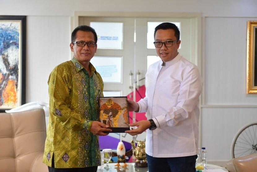 Indonesia-Brunei Darussalam. Menpora Imam Nahrawi bertemu dengan Duta Besar Luar Biasa dan Berkuasa Penuh Republik Indonesia untuk Brunei Darussalam Sujatmiko untuk membahas kerja sama bidang kepemudaan dan olah raga kedua negara.