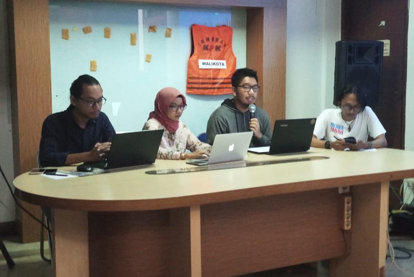 Indonesia Corruption Watch (ICW) menggelar konferensi pers terkait jerat hukum yang menjerat kepala daerah koruptor di Kalibata, Jakarta Selatan. Ahad (16/12).