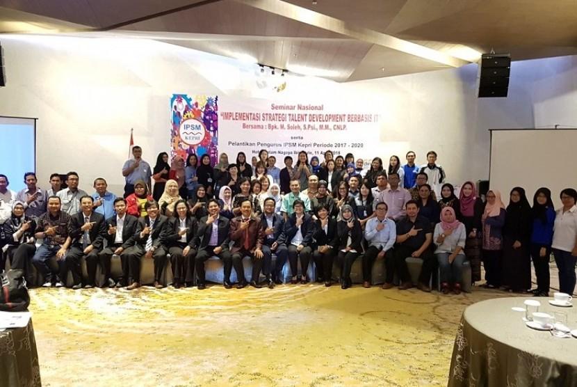 Indonesia Strategic Talent Development Community yang dipimpin Mohamad Soleh menggelar seminar di Batam.