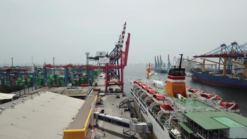 Tanjung Priok dan Otoritas Pelabuhan Dunia Lawan Covid-19