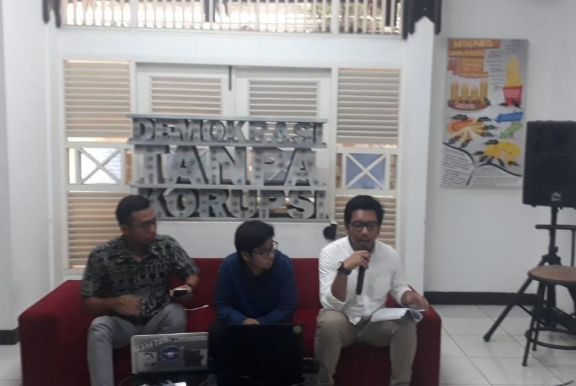 Indonesian Corruption Watch bersama dengan Transparency International Indonesia merilis evaluasi kinerja Komisi Pemberantasan Korupsi (KPK) periode 2015-2019, di Kantor ICW, Kalibata, Jakarta, Ahad (12/5).