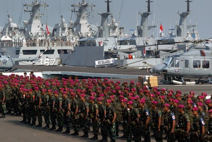 Indonesian marines join a parade in Surabaya, East Java, last week. Indonesian Armed Forces hold joint military drills 2013 in four locations.