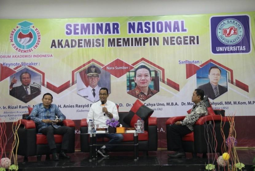 Indra Uno bersama Gubernur DKI Jakarta Anies Baswedan saat menjadi pembicara di seminar pendidikan yang digelar oleh  FAI.