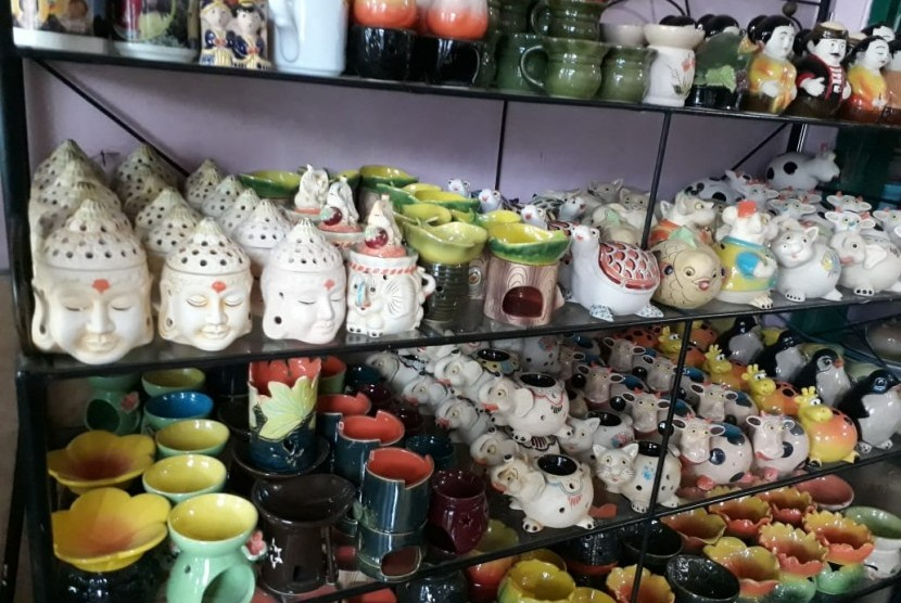 Industri keramik Dinoyo Lowokwaru, Kota Malang.