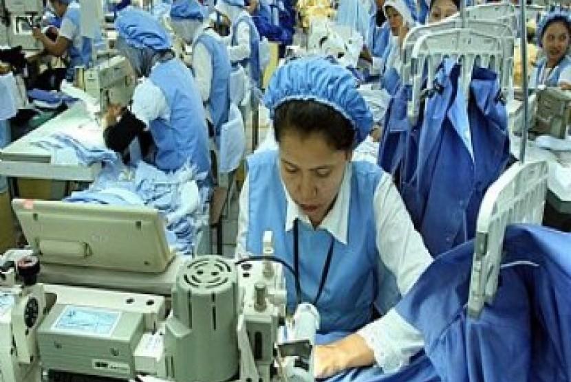 Industri tekstil nasional (ilustrasi). Kementerian Perindustrian (Kemenperin) terus berupaya menyiapkan Sumber Daya Manusia (SDM) berkompeten demi memenuhi kebutuhan sektor manufaktur. Termasuk bagi industri Tekstil dan Produk Tekstil (TPT).