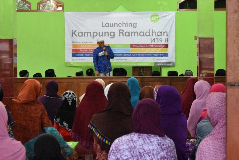 "Inisiatif Zakat Indonesia Cabang Daerah Istimewa  Yogyakarta (IZI DIY) menggelar ""Launching Kampung Ramadhan"" di Dusun Kajorkulon, Rabu (16/5)."