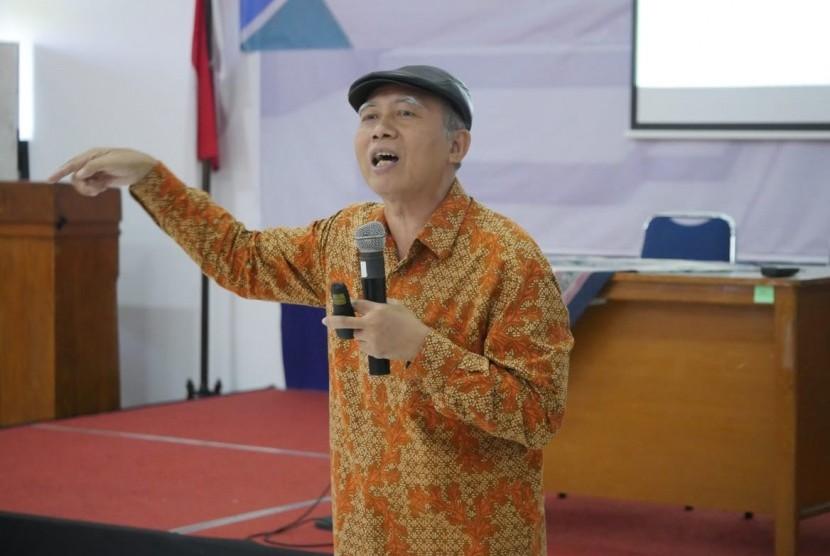 Inspirator Metamorphosis, H.D Iriyanto, saat mengisi Diklat Inspiratif Republika di Balai Bahasa Yogyakarta, Rabu (13/3).