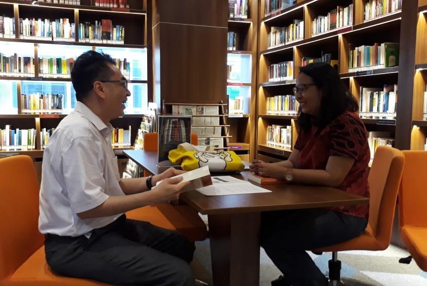 Institut Humor Indonesia Kini (IHIK3) mendirikan pusat studi humor pertama di Indonesia yaitu The Library of Humor Studies.