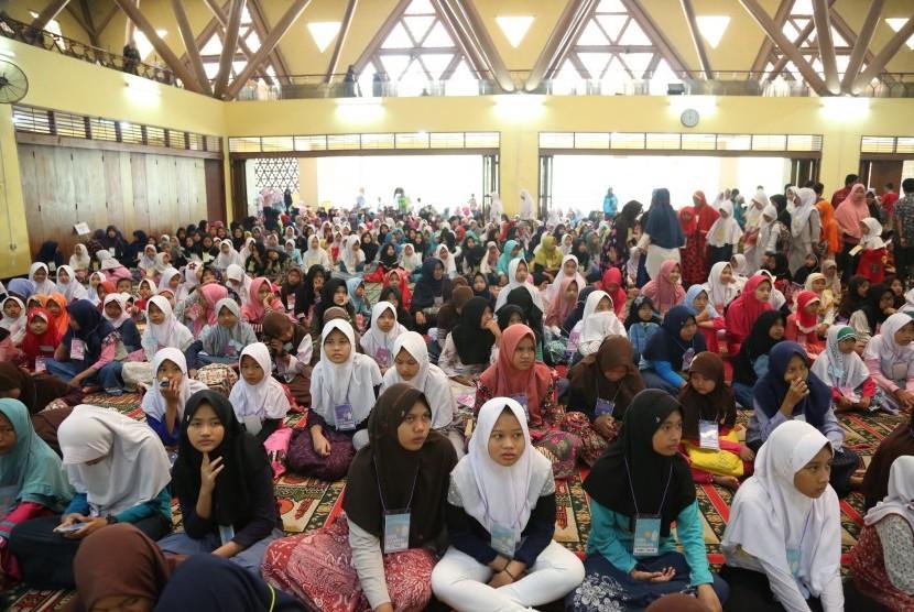 Kegiatan di masjid.