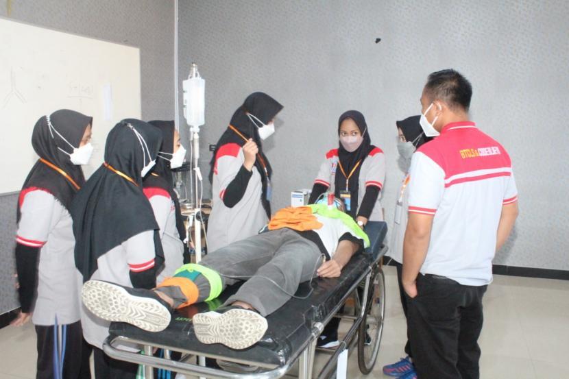 Institut Teknologi Sains dan Kesehatan (ITS) PKU Muhammadiyah Solo menggelar pelatihan penanganan dasar kegawatdaruratan atau Basic Trauma Cardiac Life Suport (BTCLS) di kampus setempat pada 8-19 September 2021.
