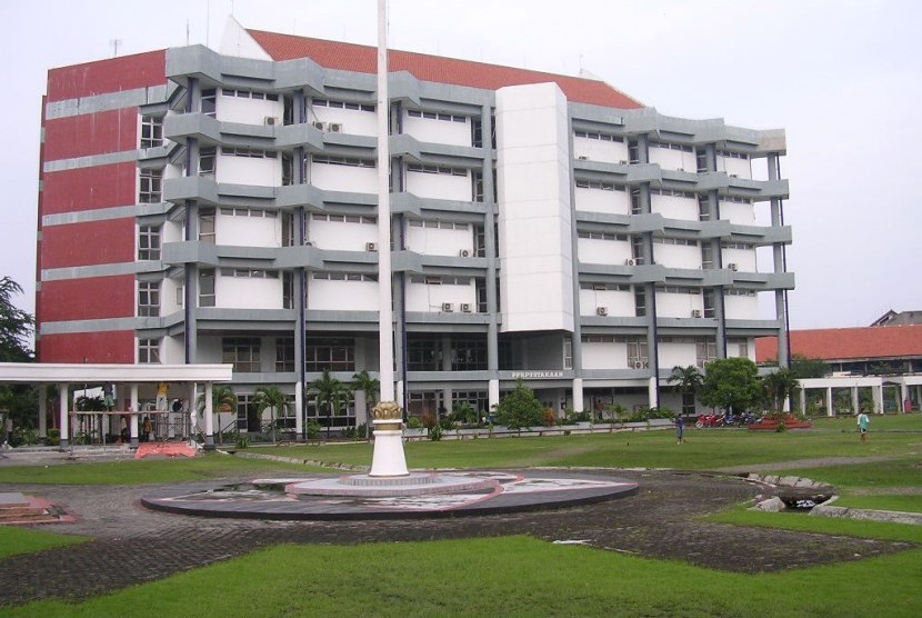 Institut Teknologi Sepuluh Nopember (ITS) Surabaya