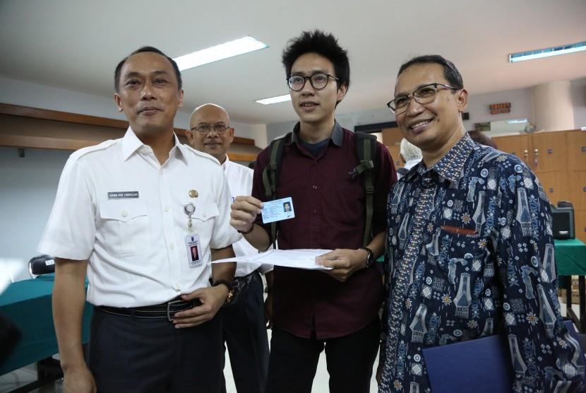 IPB membuka layanan Warung e-KTP.