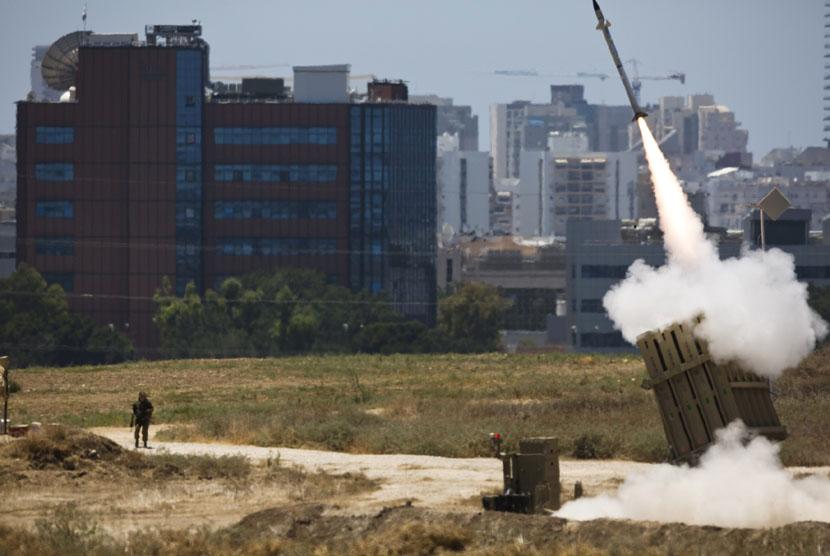AS Hapus Bantuan Militer Satu Miliar Dolar AS untuk Israel. Iron Dome Israel melepaskan tembakan untuk menangkal gempuran roket-roket Gaza. (ilustrasi)