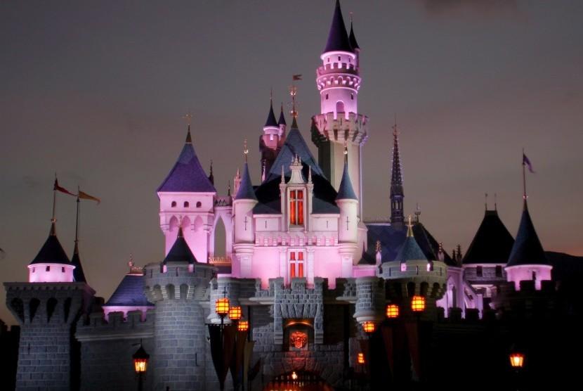 Istana ikonik di Disneyland Hong Kong.