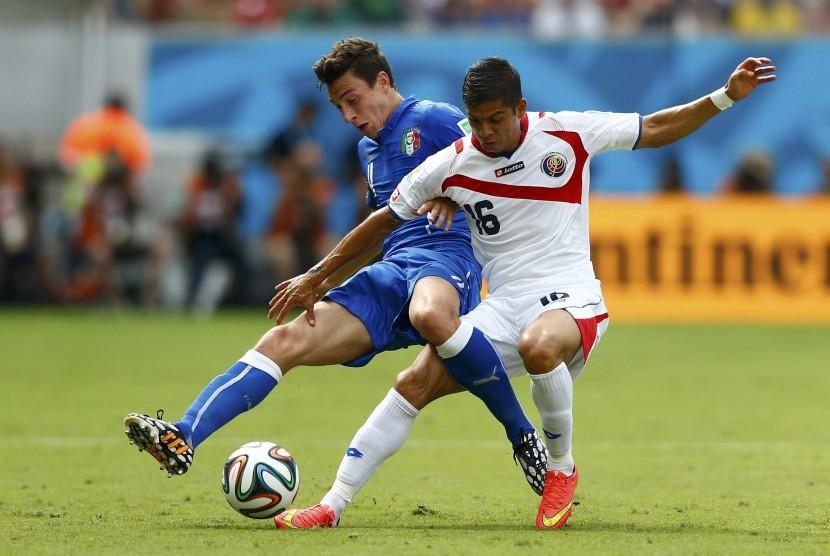 Italia melawan Kosta Rika