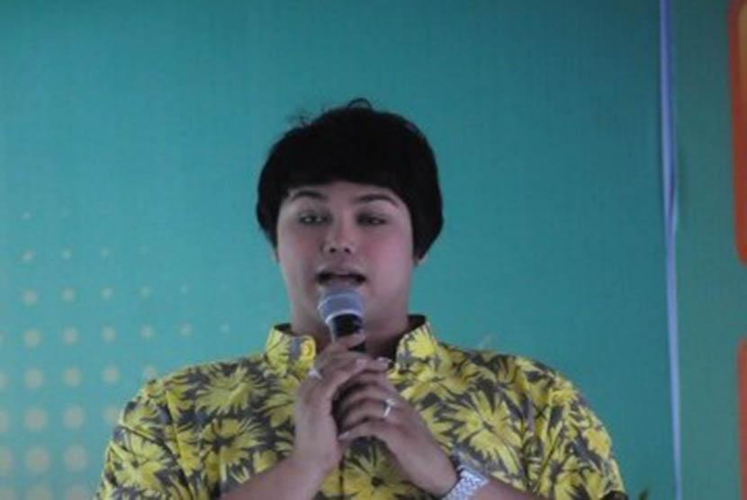 Koleksi Foto Wiwid Gunawan: Ivan Gunawan Luncurkan Koleksi Yang Terinspirasi Jatuhnya