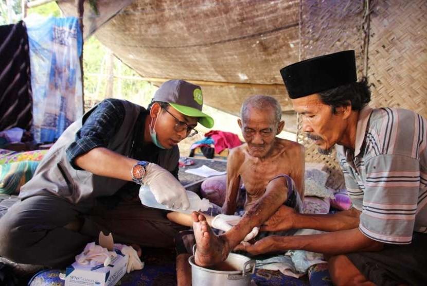 IZI mendirikan posko gempa di Lombok dan membantu evakuasi korban.