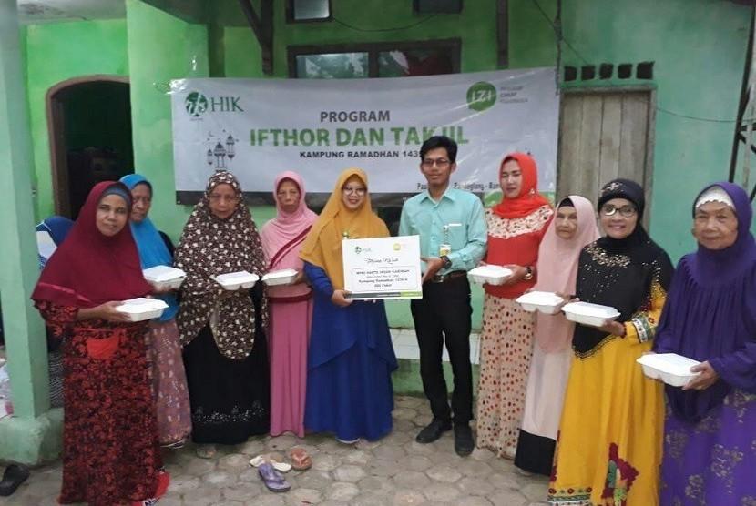 IZI Perwakilan Provinsi Banten bersama Bank Perkreditan Rakyat Syariah (BPRS) Harta Insan Karimah (HIK) Berbagi Kebahagiaan bersama 100 warga dhuafa di daerah Pandeglang, Banten.